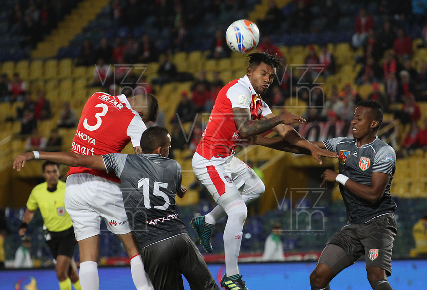 BOGOTÁ - COLOMBIA , 5-09-2018: Wilson Morelo (Centro) jugador del Independiente Santa Fe  disputa el balón con Neyder Moreno (Izq.) y Camilo Mancilla (Der.) jugadores del Envigado durante partido por la fecha 8 de la Liga Águila II 2018 jugado en el estadio Nemesio Camacho El Campín de la ciudad de Bogotá. /Wilson Morelo (Center ) player of Independiente Santa Fe fights for the ball with Neyder Moreno (L) and Camilo Mancilla(R) players of Envigado during the match for the date 8 of the Liga Aguila II 2018 played at the Nemesio Camacho El Campin Stadium in Bogota city. Photo: VizzorImage / Felipe Caicedo / Staff.
