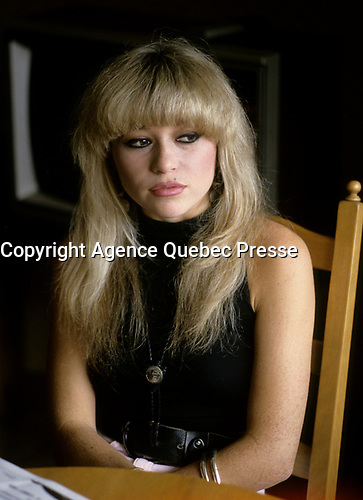 """EXCLUSIVE PHOTO -<br /> Elizabeth (E.G.) Daily pose during an interview in her Montreal hotel room. circa 1986.<br /> <br /> She was a popular singer in the eighties ;<br /> her single """"Say It, Say It"""". claimed the #1 spot on the Hot Dance Music/Club Play chart.<br />  <br /> <br /> -Photo : Agence Quebec Presse"""