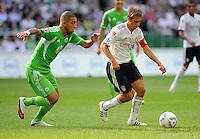 FUSSBALL   1. BUNDESLIGA   SAISON 2011/2012    2. SPIELTAG VfL Wolfsburg - FC Bayern Muenchen      13.08.2011 Ashkan DEJAGAH (li, Wolfsburg) gegen Philipp LAHM (re, Bayern)