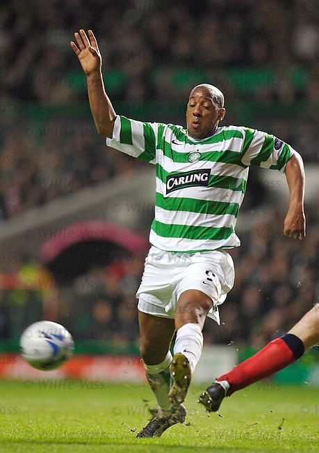 Dion Dublin, Celtic.stock season 2005-2006.pic willie vass