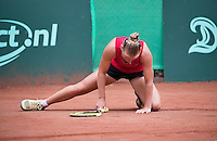 Hilversum, Netherlands, August 13, 2016, National Junior Championships, NJK,  Suzan Lamens (NED) makes a split<br /> Photo: Tennisimages/Henk Koster