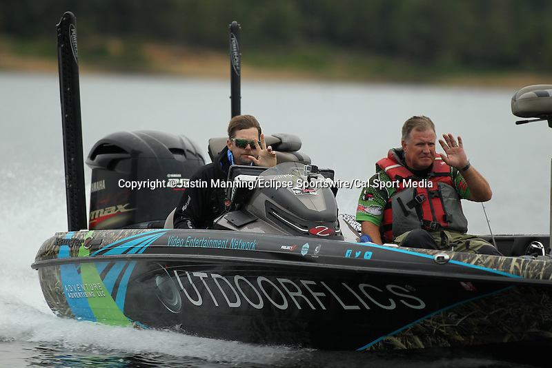 August 21, 2015: Jason Meninger making a move on day two of the Forrest Wood Cup on Lake Ouachita in Hot Springs, AR. Justin Manning/ESW/CSM