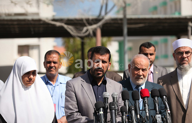 Undersecretary of the Ministry of Education, Ziad Thabet, speaks during a press conference at a school, in Gaza city on May 30, 2015. Nearly 81,000 Palestinian students sat for the first session of their high school exams seeking to obtain the General Secondary Certificate, or Tawjihi, across the West Bank and the Gaza Strip on Saturday. Photo by Ashraf Amra