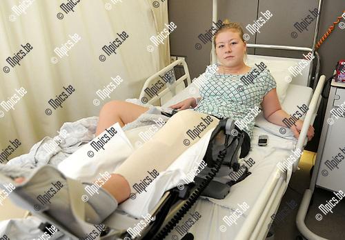 2014-05-28 / Judo / seizoen 203-2014 / Sofie de Saedelaere in haar ziekenhuisbed <br /><br />Foto: mpics.be