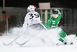Stockholm 2015-11-18 Bandy Elitserien Hammarby IF - Sandvikens AIK :  <br /> Sandvikens Linus Forslund p&aring; v&auml;g att runda Hammarbys Felix Nyman i samband med sitt 5-5 m&aring;l under matchen mellan Hammarby IF och Sandvikens AIK <br /> (Foto: Kenta J&ouml;nsson) Nyckelord:  Elitserien Bandy Zinkensdamms IP Zinkensdamm Zinken Hammarby Bajen HIF Sandviken SAIK