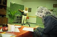GERMANY, asylum camp in eastern Germany, german language course for refugees /  DEUTSCHLAND, Erstaufnahme des Landesamt fuer Fluechtlingsangelegenheiten in Horst in Mecklenburg Vorpommern , Frau mit Kopftuch beim Deutschunterricht, Integrationskurs, Sozialarbeit durch Malteser Hilfswerk