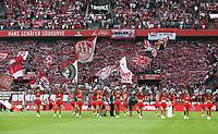 Chearleader Taenzerinnen vor Spielbeginn,   Hans Schaefer Suedkurve, Fankurve  <br /> /   2.Bundesliga  DFL /  2018/2019 / 13.08.2018 / 1.FC Koeln vs. 1.FC Union Berlin FCU / DFL regulations prohibit any use of photographs as image sequences and/or quasi-video. /<br />      <br />    <br />  *** Local Caption *** &copy; pixathlon<br /> Contact: +49-40-22 63 02 60 , info@pixathlon.de