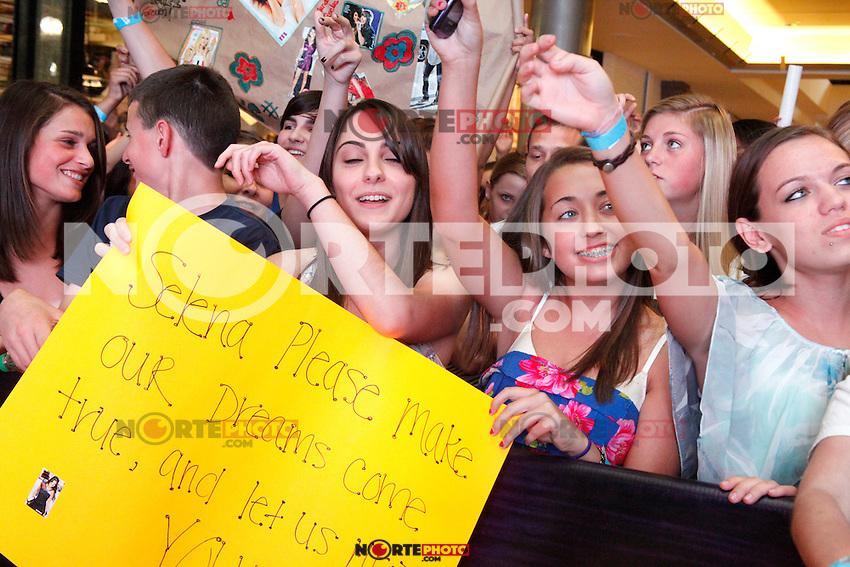 Fans pictured at a meet and greet with Selena Gomez at the King Of Prussia Mall in King Of Prussia, Pa for Monte Carlo  on June 20, 2011  &copy; Star Shooter / MediaPunchInc / NortePhoto.com.<br /> <br /> <br /> **CREDITO*OBLIGATORIO** *No*Venta*A*Terceros*<br /> *No*Sale*So*third* ***No*Se*Permite*Hacer Archivo***No*Sale*So*third*&Atilde;'&Acirc;&copy;Imagenes*con derechos*de*autor&Atilde;'&Acirc;&copy;todos*reservados*.