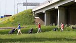 VELSEN - Op weg naar D3  onder de Snelweg A9 door, Openbare Golfbaan Spaarnwoude. COPYRIGHT KOEN SUYK