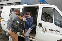 CURITIBA, PR, 29.09.2014 -OPERAÇÃO LAVA JATO/ POLICIA FEDERAL / CURITIBA - A doleira  Nelma Kodama durante a chegada na sede da Policia Federal em Curitiba, no bairro de Santa Cândida,  na tarde desta segunda-feira (29). Nelma é um dos principais alvo da operação Lava jato.  (Foto: Paulo Lisboa / Brazil Photo Press)