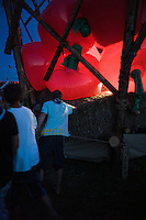 In the Autumn sub--camp there was big apples in a huge basket. In the evening, participants where gathering and performing latino dance in the red light from the apples. Photo: Jonas Elmqvist/Scouterna