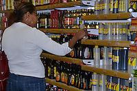 Rec. por tiendas la Sirena, por asueto de Semana Santa 2011.Ciudad: Santo Domingo.Fotos:  Carmen Suárez/acento.com.do.Fecha: 20/04/2011.