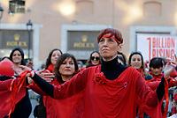 Roma, 16 Febbraio 2019<br /> One billion Rising Revolution<br /> Donne vestite di rosso ballano in Piazza San Silvestro contro la violenza sulle donne e le bambine
