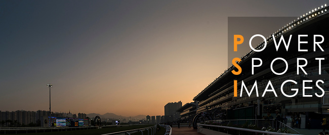 The cowd watch the Longines Hong Kong Cup (G1, 2000m) during the Longines Hong Kong International Races at Sha Tin Racecourse on December 10 2017, in Hong Kong, Hong Kong. Photo by Victor Fraile / Power Sport Images