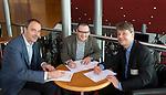 UTRECHT - KNHB Hockeycongres 2016. Ton Speet van Ten Have Change Management verlengt het contact met de KNHB. met Erik Gerritsen R) en Erik Cornelissen (r)  Foto Koen Suyk.