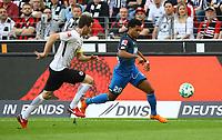 Serge Gnabry (TSG 1899 Hoffenheim) gegen David Abraham (Eintracht Frankfurt) - 08.04.2018: Eintracht Frankfurt vs. TSG 1899 Hoffenheim, Commerzbank Arena