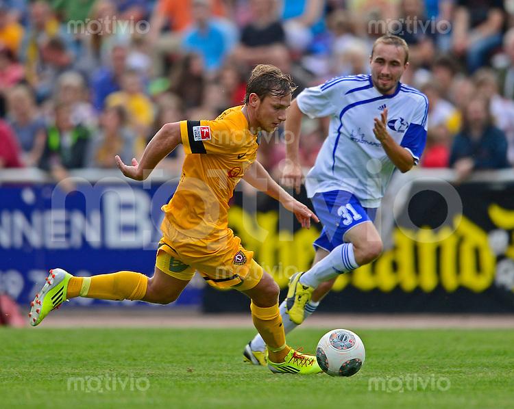 Fussball, 2. Bundesliga, Saison 2013/14, SG Dynamo Dresden, Testspiel, SSV Neustadt/Sachsen - SG Dynamo Dresden, Mittwoch (03.07.13), Neustadt in Sachsen. Dresdens Robert Koch am Ball.