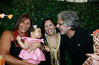 """ATENÇÃO EDITOR: FOTO EMBARGADA PARA VEÍCULOS INTERNACIONAIS. SAO PAULO, SP, 11 DE DEZEMBRO DE 2012. LANÇAMENTO DO BLOG MAMAE DE PRIMEIRA VIAGEM. durante o  lançamento do seu novo blog """"Mamãe de primeira viagem"""" da cantora Mariana Belem, que terá dicas sobre gestação e maternidade. A página Mamãe de Primeira Viagem terá informações sobre o dia a dia da família, depoimentos de outras mães, e da própria Mariana, vídeos, entrevistas e looks especiais para as crianças. O lancamento aconteceu na tarde desta terça feira nos Jardins. FOTO ADRIANA SPACA - BRAZIL PHOTO PRESS."""