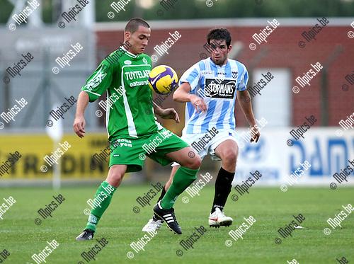 2009-08-08 / Voetbal / seizoen 2009-2010 / Verbr. Geel-Meerhout / Agatino Pelligriti (L, Dessel) met sam Belmans..Foto: Maarten Straetemans (SMB)