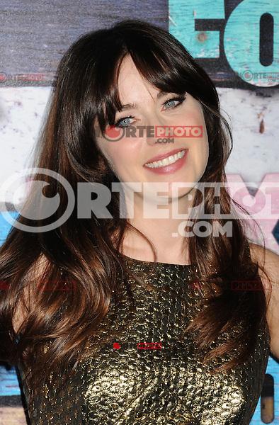 WEST HOLLYWOOD, CA - JULY 23: Zooey Deschanel arrives at the FOX All-Star Party on July 23, 2012 in West Hollywood, California. / NortePhoto.com<br /> <br /> **CREDITO*OBLIGATORIO** *No*Venta*A*Terceros*<br /> *No*Sale*So*third* ***No*Se*Permite*Hacer Archivo***No*Sale*So*third*©Imagenes*con derechos*de*autor©todos*reservados*. /eyeprime