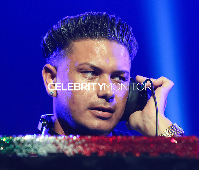 UNIVERSAL CITY, CA - SEPTEMBER 04: DJ Pauly D (Paul DelVecchio) performs at the Gibson Amphitheatre on September 4, 2013 in Universal City, California. (Photo by Xavier Collin/Celebrity Monitor)