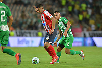 MEDELLÍN-COLOMBIA, 05–06-2019: Brayan Rovira de Atlético Nacional y Teófilo Gutierrez de Atlético Junior disputan el balón, durante partido de la fecha 6 de los cuadrangulares semifinales entre Atlético Nacional y Atlético Junior, por la Liga Águila I 2019, jugado en el estadio Atanasio Girardot de la ciudad de Medellín. / Brayan Rovira of Atletico Nacional and Teófilo Gutierrez of Atletico Junior figth for the ball, during a match of the 6th date of the semifinals quarters between Atletico Nacional and Atletico Junior, for the Aguila Leguaje I 2019 played at the Atanasio Girardot Stadium in Medellin city. / Photo: VizzorImage / León Monsalve / Cont.