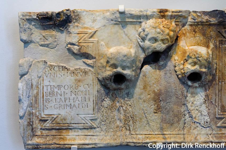 Brunnenplatte aus Marmor von 1488 im Palast des genuesischen Gouverneurs (Museum) in der Zitadelle von Bastia, Korsika, Frankreich