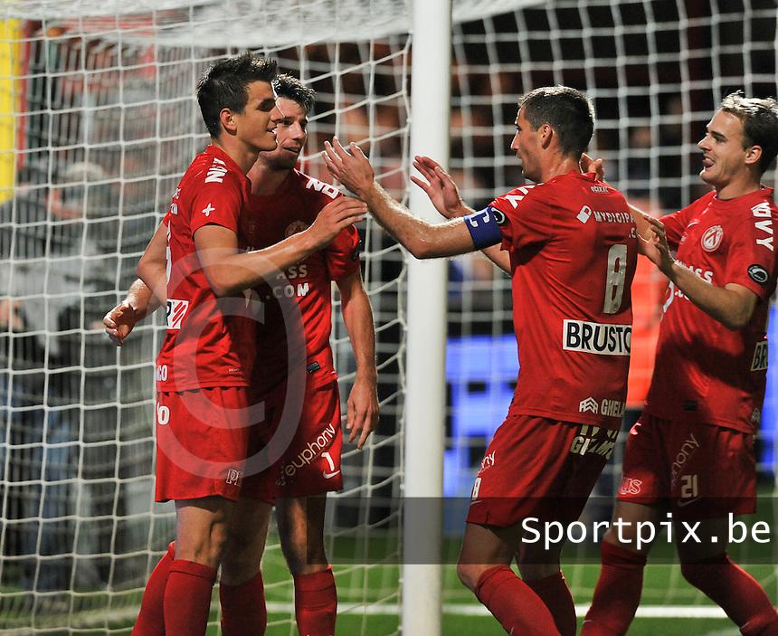 KV Kortrijk - Club Brugge KV : Ivan Santini viert de 3-1 voor Kortrijk met zijn ploegmaats<br /> foto VDB / Bart Vandenbroucke