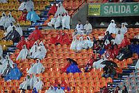 MEDELLÍN -COLOMBIA-04-05-2013.  Hinchas del Medellín durante el partido en contra de Itagüí en la fecha 14 Liga Postobón 2013-1 jugado en el estadio Atanasio Girardot de la ciudad de Medellín./ Medellin fans during  match against Itagüi on the 14th date of Postobon League 2013-1 at Atanasio Girardot stadium in Medellin.  Photo: VizzorImage/Luis Ríos/STR