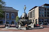 Fontein in Leeuwarden. Links de Openbare Bibliotheek