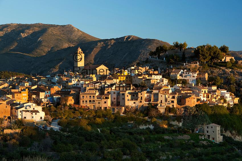 Spain, Costa Blanca, Polop: Traditional mountain village near Benidorm at sunrise | Spanien, Costa Blanca, Polop: traditionelles Bergdorf bei Benidorm bei Sonnenaufgang