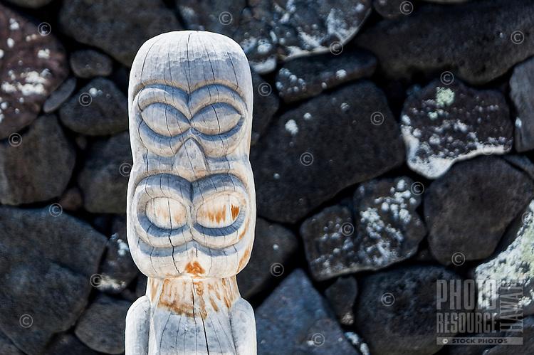 A guardian statue or ki'i in Pu'uhonua o Honaunau National Historical Park (City of Refuge), Big Island.