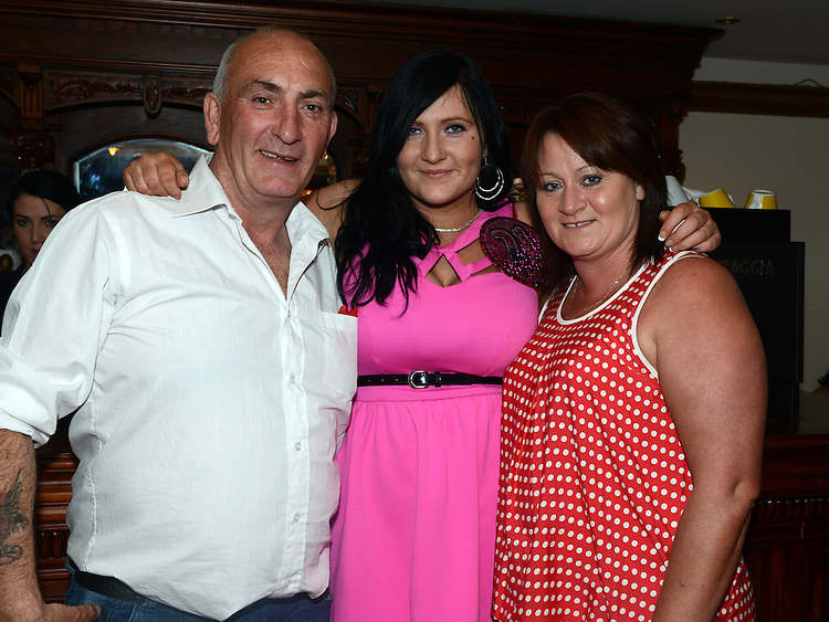 Rebecca Dyas celebrating her 21st birthday in Redz with dad Neil Dyas and mam Suzanne Leonard. Photo:Colin Bell/pressphotos.ie