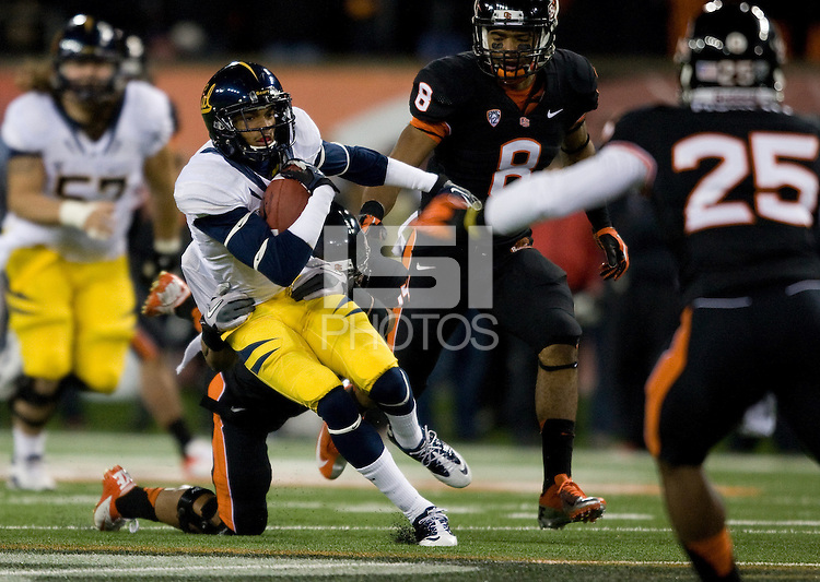 Chris Harper of California runs the ball during the game against Oregon State Beavers at Reser Stadium in Corvallis, Oregon on November 17th, 2012.  Oregon State defeated California, 62-14.