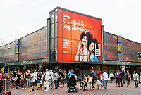 Nederland -  Amsterdam  2017.   De Bijlmer. Winkelcentrum Amsterdamse Poort.  Foto Berlinda van Dam / Hollandse Hoogte