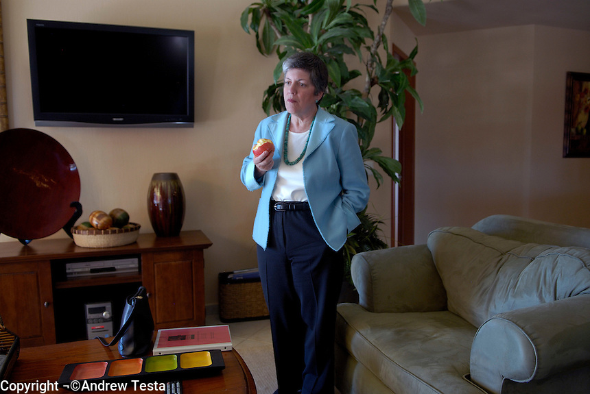 Mexico. Puerto Penasco.27th September 2007.Governor Janet Napolitano being briefed in her hotel suite before the inauguration ceremony..©Andrew Testa/Panos for Newsweek