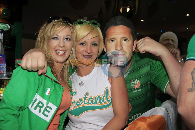 Ursla Mcgrane .Carol mulkearns.Philip mulkearns as Robbie out watching the Boys in Green match against Crotia in the Pheasant pub in Drogheda..Picture Fran Caffrey www.newsfile.ie