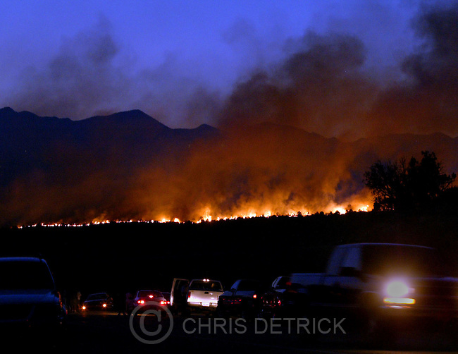 Toquerville,Utah--6/25/2005- .The Blue Springs fire caused about 20 miles of I-15 north of Toquervile to close down resulting in cars being detoured here on Toquerville Rd.  Over 5,000 acres have burned so far in the blaze that started around 3pm Saturday afternoon. ..Photo By: Chris Detrick /Salt Lake Tribune.File #Blue Springs Fire CD02