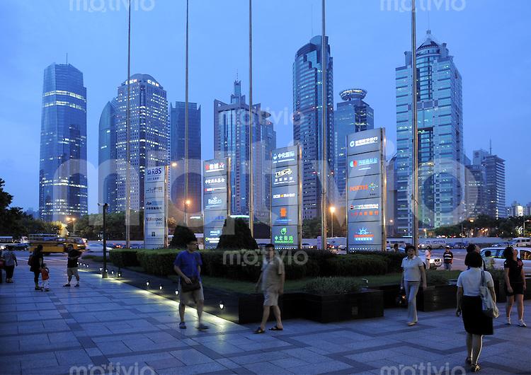 Die Skyline von Shanghai Pudong, aufgenommen am Montag (11.08.08).