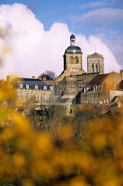 Europe/France/89/Yonne/Vézelay: Village de Vézelay et clocher de la Basilique Sainte Marie Madeleine de Vézelay