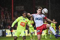 KV KORTRIJK - AA GENT :<br /> Hannes Van Der Bruggen (R) tracht de bal onder controle te krijgen voor de ogen van Jonathan David (L)<br /> <br /> Foto VDB / Bart Vandenbroucke