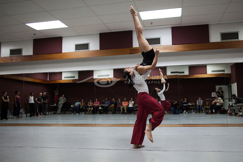 Compa&ntilde;ia Danza 21 ( CODA 21) rehearsal<br /> at Puerto Rico Fine Art Center studios.