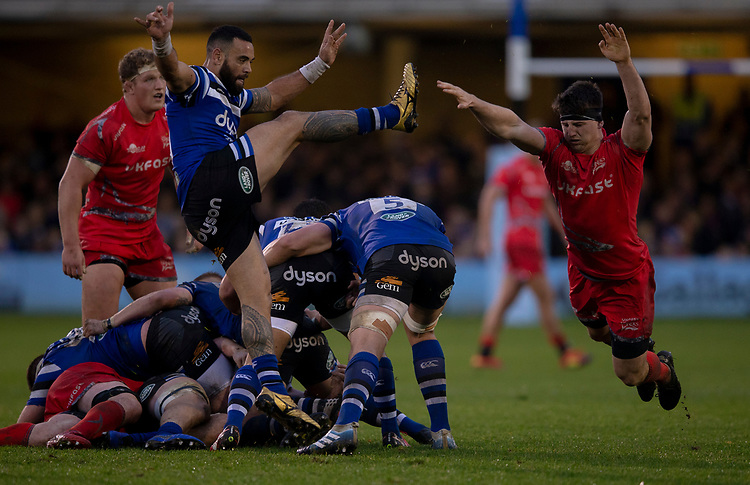 Bath Rugby's Kahn Fotuali'i is always charged down by Sale Sharks' Ben Curry<br /> <br /> Photographer Bob Bradford/CameraSport<br /> <br /> Gallagher Premiership Round 9 - Bath Rugby v Sale Sharks - Sunday 2nd December 2018 - The Recreation Ground - Bath<br /> <br /> World Copyright &copy; 2018 CameraSport. All rights reserved. 43 Linden Ave. Countesthorpe. Leicester. England. LE8 5PG - Tel: +44 (0) 116 277 4147 - admin@camerasport.com - www.camerasport.com