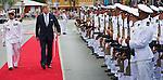 Aruba 20 nov 2013, kennismakingen bezoek Koning Willem-Alexander en Koningin Maxima aan Aruba<br /> Ontvangst en aankomst op aruba door Min president  Eman<br /> foto /Michael Kooren
