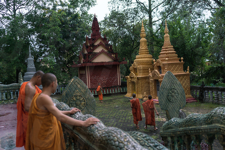 September 20, 2016 - Kampot (Cambodia). Monks walk in the courtyard of a pagoda outside Kampot town. © Thomas Cristofoletti / Ruom