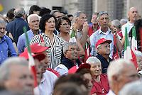 Roma, 13 Settembre 2014<br /> Piazza Farnese<br /> &quot;Piazza bella piazza&quot; festa regionale della CGIL.<br /> Pensionati CGIL SPI.<br /> Rome, 13 September 2014 <br /> Piazza Farnese <br /> Regional festival of the CGIL union<br /> Retired SPI CGIL.