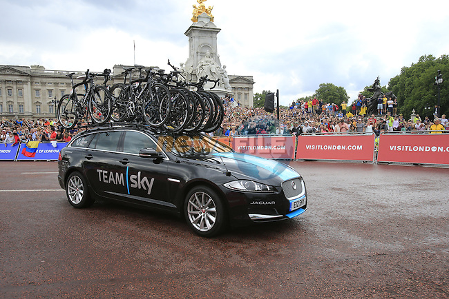 Team Sky car rounds the final bend at Buckingham Palace at the end of Stage 3 of the 2014 Tour de France running 155km from Cambridge to London. 7th July 2014.<br /> Picture: Eoin Clarke www.newsfile.ie