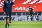 Schiedsrichter Manuel Graefe (Berlin) waermt sich auf, <br /> <br /> Sport: Fussball: 1. Bundesliga:: nphgm001:  Saison 19/20: 33. Spieltag: 1. FSV Mainz 05 vs SV Werder Bremen 20.06.2020<br /> Foto: Neis/Eibner/Pool/via gumzmedia/nordphoto<br /><br />DFB regulations prohibit any use of photographs as image sequences and/or quasi-video.<br />Editorial Use ONLY<br />National and International News Agencies OUT<br />  DFL REGULATIONS PROHIBIT ANY USE OF PHOTOGRAPHS AS IMAGE SEQUENCES AND OR QUASI VIDEO<br /> EDITORIAL USE ONLY<br /> NATIONAL AND INTERNATIONAL NEWS AGENCIES OUT