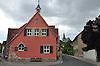 Gemeindehaus (Rathaus) Eimsheim, im Hintergrund die Kath. Kirche