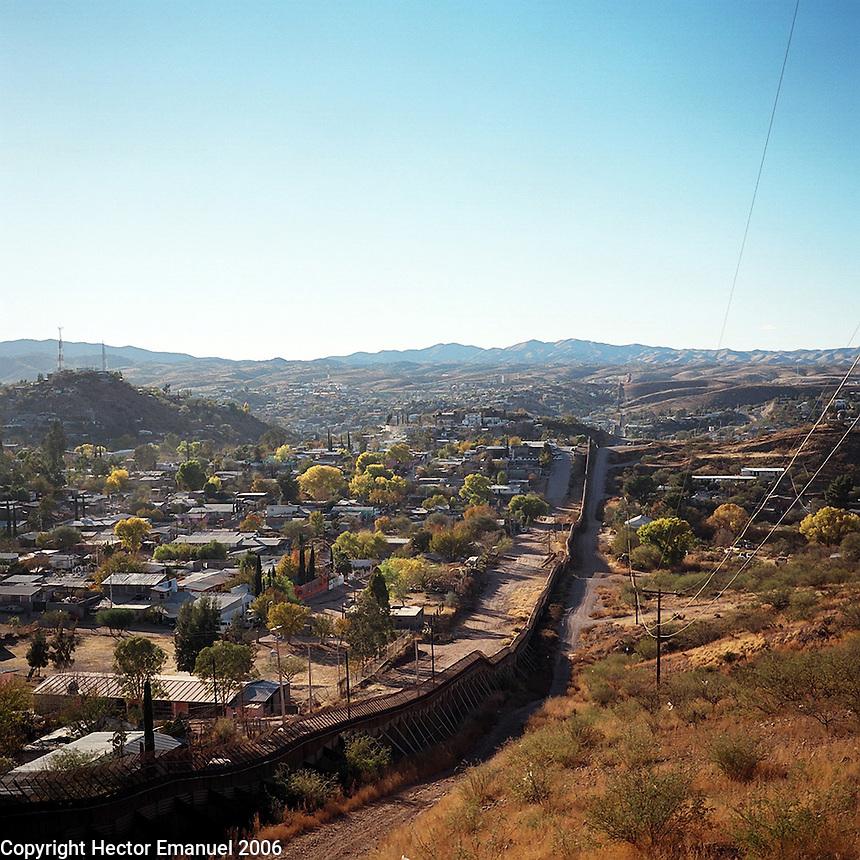 US- Mexico border fence in Nogales (US side).12/9/05.photos: Hector Emanuel